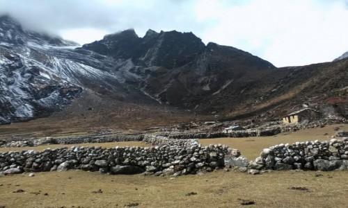 NEPAL / Himalaje / Dolina Gokyo / Opuszczone osady