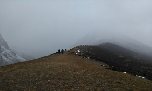 Zdjecie NEPAL / Himalaje / Dolina Gokyo / Znikając we mgle