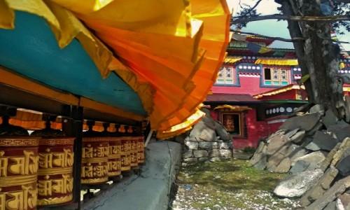 Zdjęcie NEPAL / Himalaje / region Everestu / Młynki modlitewne
