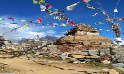 Zdjecie NEPAL / Himalaje / przełęcz Mong La / Stupa na przełęczy Mong La