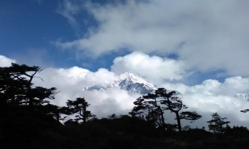 Zdjecie NEPAL / Himalaje / region Everestu / Szczyty ponad chmurami