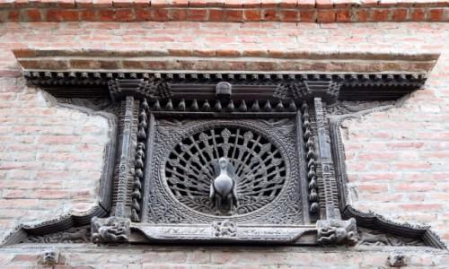 """Zdjecie NEPAL / Kotlina Katmandu / Bhaktapur / """"Pawie okno"""", Bhaktapur. Nepal"""