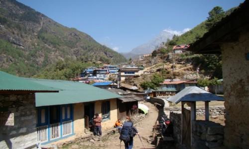 Zdjecie NEPAL / Khumbu / Himalaje / Wioska  w dolinie Dudh Koshi