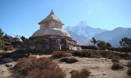 Zdjecie NEPAL / Himalaje / Okolice Pangboche / Czorten i Ama Dablam