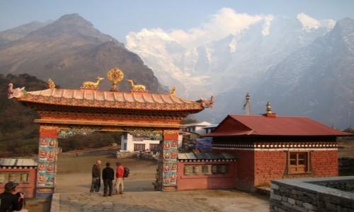 NEPAL / Himalaje / Tengboche / Brama Klasztoru w Tengboche