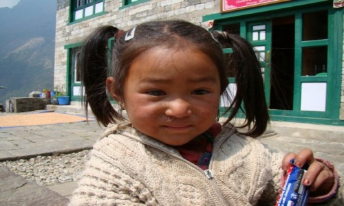 NEPAL / Himalaje / Blisko Lukli / Dziewczynka