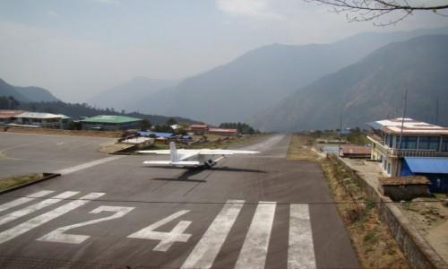 Zdjecie NEPAL / Himalaje / Lukla / Pas startowy w Lukli