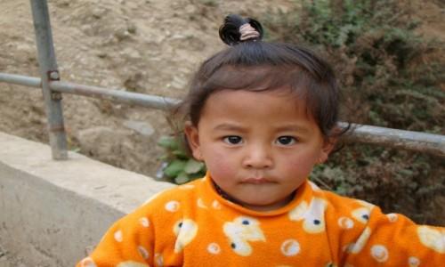 Zdjecie NEPAL / Himalaje / Lukla / Dziewczynka z Lukli
