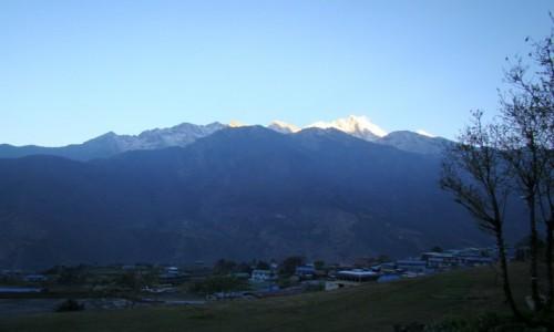 Zdjecie NEPAL / Himalaje / Lukla / Świt w Lukli
