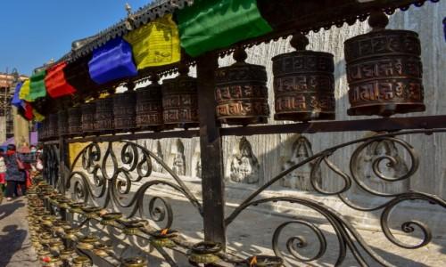 Zdjecie NEPAL / Katmandu / Katmandu / Młynki modlitewne w Katmandu