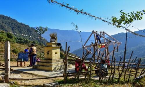 Zdjecie NEPAL / Himalaje / Himalaje / hustawka w wiosce