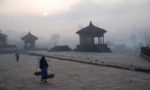 NEPAL / Dolina Kathmandu / Bhaktapur / O świcie w Bhaktapur