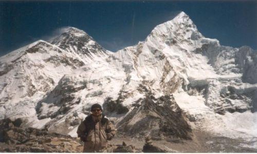 NEPAL / Sagarmatha National Park / na szczycie Kala Patthar / Widok na Mt. Everest i Nuptse