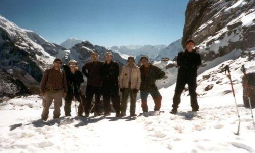 NEPAL / Sagarmatha National Park / prze��cz ChoLa / Ca�� ekip� na prze��czy