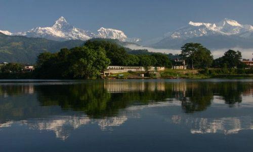 Zdjecie NEPAL / Pokhara / Jezioro Phewa Tal / Machapuchre w masywie Annapurny