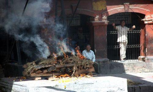 Zdjęcie NEPAL / brak / BHAKTAPUR / Kremacja