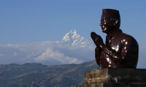 Zdjecie NEPAL / masyw Annapurny / Himalaje, Pokhara / Hołd świętej górze Machapuchare