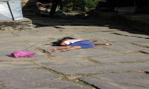 Zdjecie NEPAL / Nepal / wioska Ulleri / zmęczenie
