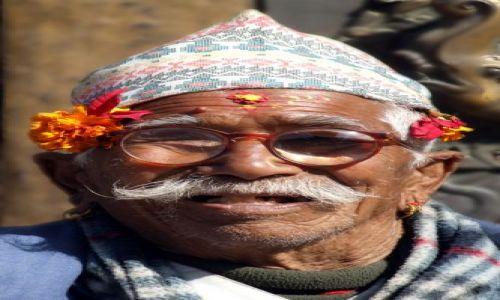 Zdjęcie NEPAL /  DolinaKatmandu / Katmandu / wesołe jest życie staruszka