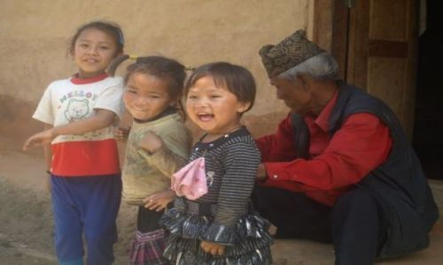 Zdjecie NEPAL / brak / W drodze do Patanu / Dzieci pozdrawiają nas po angielsku