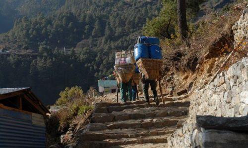 Zdjecie NEPAL / Khumbu Valley / Lukla / Tragarze