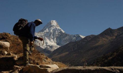 Zdjęcie NEPAL / Khumbu Valley / Nepal / modlitwa w cieniu Ama Dablam