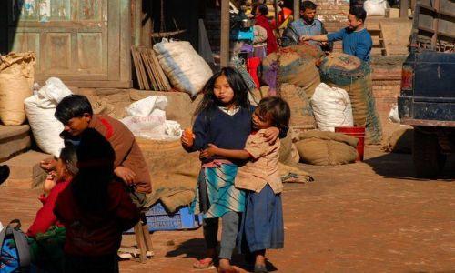 Zdjęcie NEPAL / Kathmandu valley / Bahktapur City / zabawa z marchewka ;)