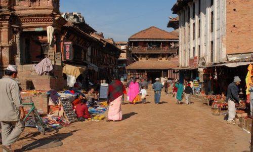 Zdjęcie NEPAL / Kathmandu valley / Bahktapur City / scenka z zycia starozytnego miasta - targ