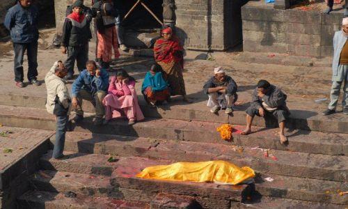 Zdjęcie NEPAL / Kathmandu valley / Kathmandu / Pashupatinath temple - pochowek
