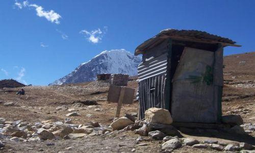 NEPAL / Himalaje / Lobuche / Kibel z widokiem