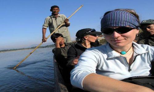 NEPAL / Himalaje / Chitwan / Sp�yw canoe