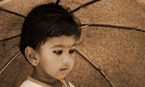 Zdjecie NEPAL / brak / Bhaktapur / chlopczyk z parasolem