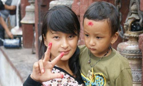 Zdjecie NEPAL / brak / Kathmandu / Dzieci w swiatyni