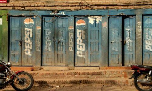 Zdjecie NEPAL / brak / Bakhtapur / Pepsi Cola (dla równowagi)