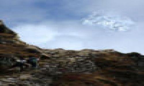 Zdjecie NEPAL / Himalaje / Sagarmatha National Park / Amadablam za chmurami min