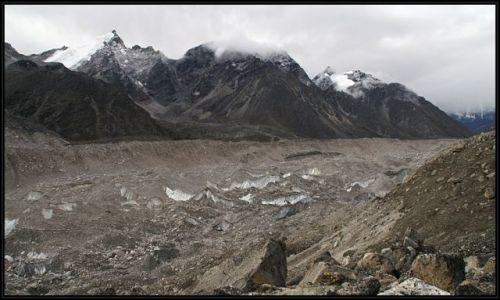 Zdjecie NEPAL / narodowy park sagarmatha  / gdzies nad lodowcem / -