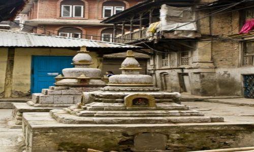 Zdjecie NEPAL / Kathmandu / Jeden z wielu placy / Świątynie w Kathmandu 1