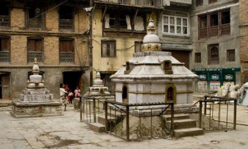 Zdjecie NEPAL / Kathmandu / Jeden z wielu placy / Świątynie w Kathmandu 2