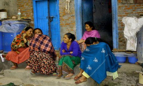 Zdjęcie NEPAL / Gdzieś w górach / Wieś ale nazwy nie pamietam / Nie wszyscy lubia jak sie im zdjęcia robi..