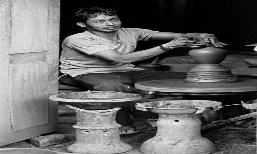 Zdjecie NEPAL / Bhaktapur Pottery Market / Bhaktapur  / Garncarz