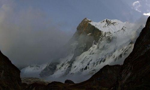 NEPAL / Annapurna / Annapurna Base Camp trek / Machhapuchhare 6993