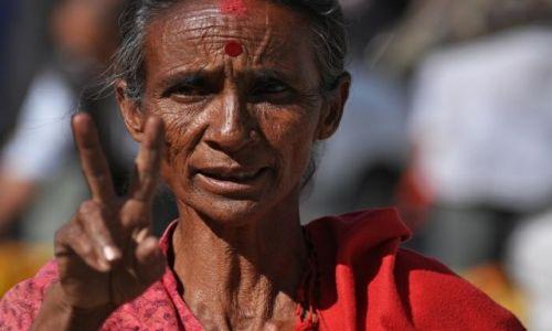 Zdjęcie NEPAL / Kathmandu Valley / Kathmandu Durbar Square / kobieta