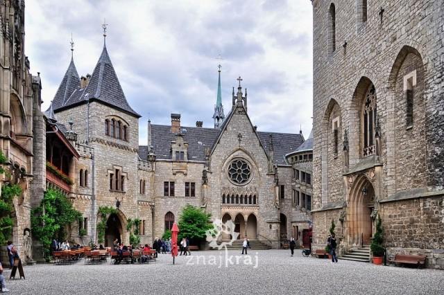 Zdjęcia: Zamek Marienburg, Dolna Saksonia, Dziedziniec zamku w Marienburgu, NIEMCY