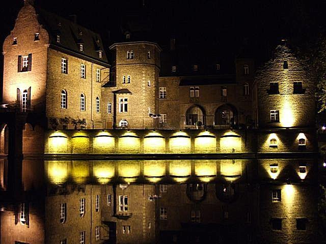 Zdjęcia: okolice Kolonii, Nadrenia Północna-Westfalia, zamek w okolicach Kolonii, NIEMCY