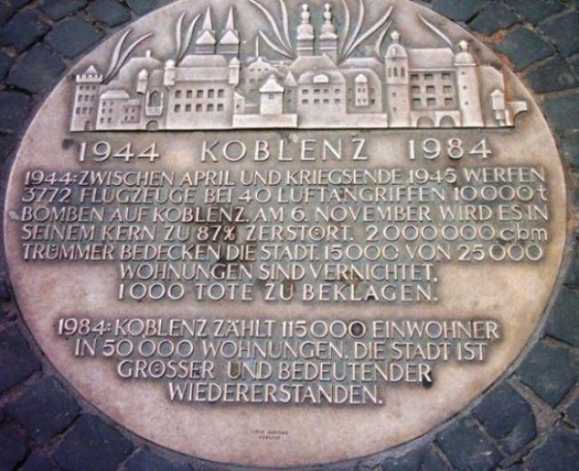 Zdjęcia: Koblenz, Płyta upamiętniająca naloty na Koblenz, NIEMCY