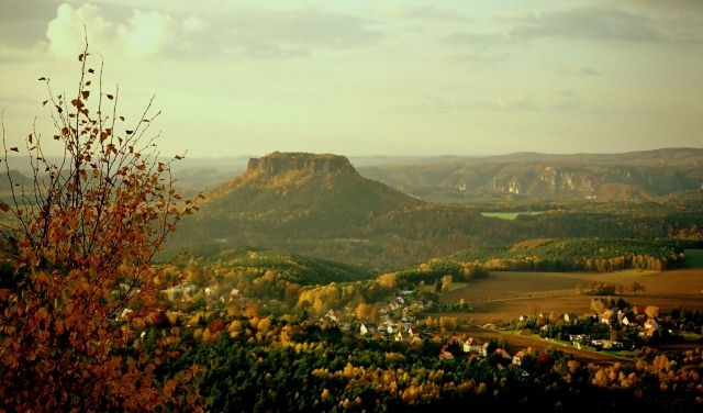 Zdjęcia: Saska Szwajcaria, widok na Lilienstein od zachodu, Saksonia, pocztówka znad Łaby, NIEMCY