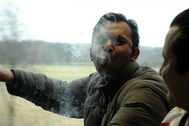 Zdj�cia: dusseldorf, nadrenia, niekt�rzy pal� papierosy od ko�ca...., NIEMCY
