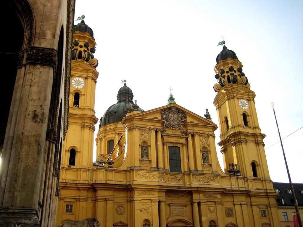 Zdjęcia: Monachium, Bawaria, Kościół Teatynów, NIEMCY