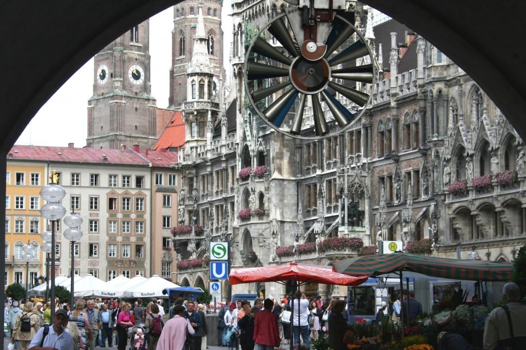 Zdjęcia: Monachium, Bawaria, Spojrzenie na ratusz, NIEMCY