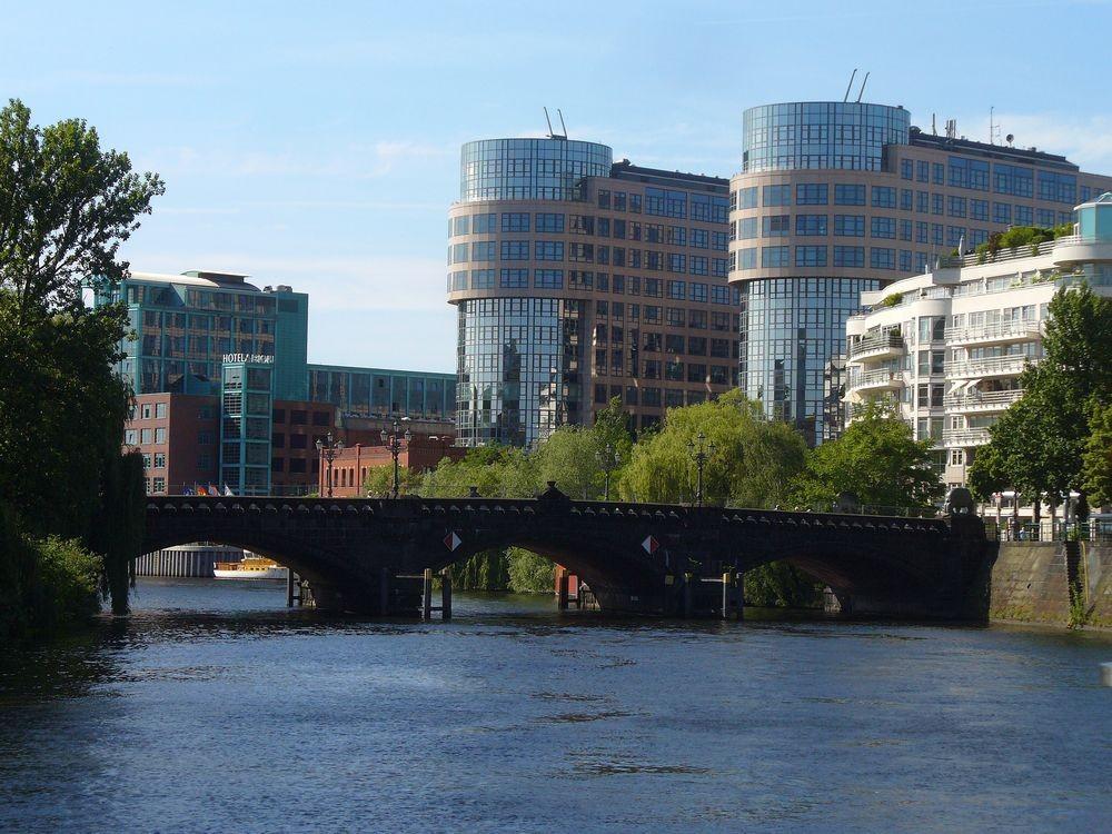 Zdjęcia: Berlin rzeka Szprewa, Berlin, Ciekawa zabudowa, NIEMCY